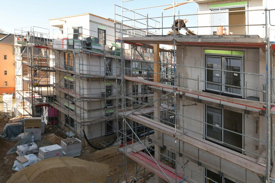 Im Oktober sollen die Wohnungen an der Otto-Bauer-Straße in Radeberg bezugsfertig sein.