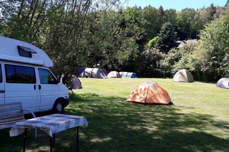 Ob kleines Zelt oder großer Camper: Auf dem Naturcampingplatz Bahra finden alle Platz, wenn er denn wieder öffnen darf.
