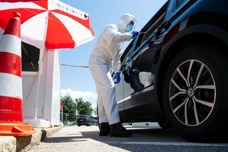 Die Corona-Teststationen an den bayerischen Autobahnen werden den Betrieb in der Nacht auf Donnerstag einstellen.