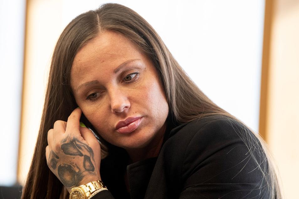 Rapperin Schwesta Ewa sitzt wegen mehrfacher Körperverletzung und Steuerhinterziehung im Gefängnis.