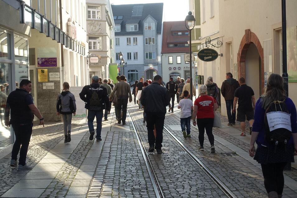 """30 bis 40 Personen sind durch die Döbelner Innenstadt """"spaziert""""."""