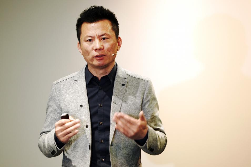 Schmerz-Experte Dr. Qiying Chang erläuterte beim Medizin- Heute-Gesundheitsforum, wie Akupunktur gegen Allergie hilft.