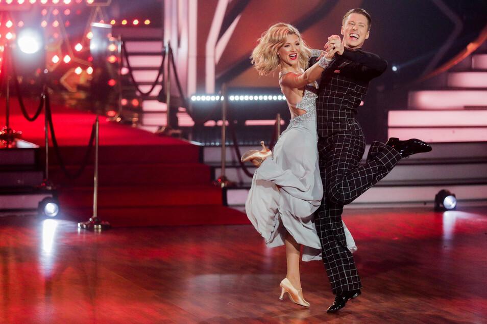 Ella Endlich, Sängerin tanzte mit Profitänzer Valentin Lusin.