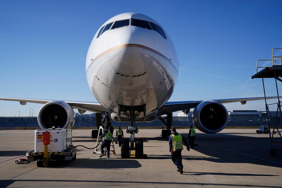 Unter dem Druck staatlicher Anforderungen verpflichten weitere US-Airlines ihre Mitarbeiter zu Corona-Schutzimpfungen.