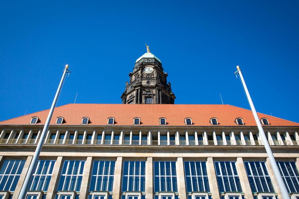 Im Dresdner Rathaus wird über den Millionen-Überschuss und seine Verwendung heftig diskutiert.