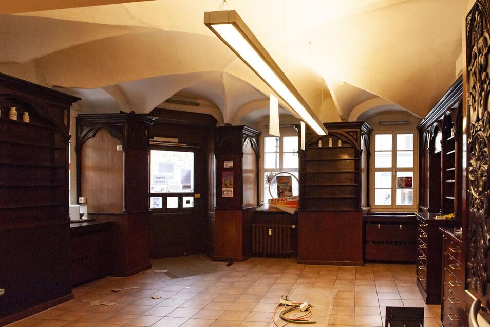 Charakteristisch für die Löwen-Apotheke Großenhain am Hauptmarkt ist die historische Gewölbedecke. Sie ist nun vom Einsturz bedroht, nachdem ein Wasserschaden sie zum Reißen brachte.