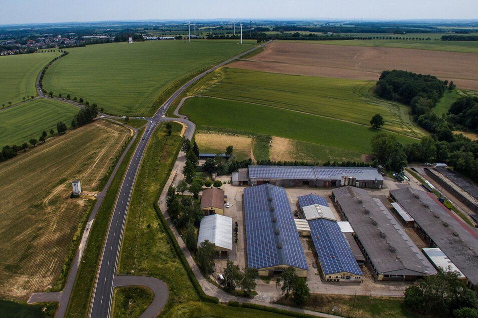 Die Rinderställe der Gersdorfer Agrargenossenschaft und Handel eG liegen direkt an der neu ausgebauten S 36 und unterhalb der Harthaer Kreisel. Bei dem Starkniederschlägen am 11. Juni waren Regen und Schlamm auch in die Betriebsstätte gelaufen.