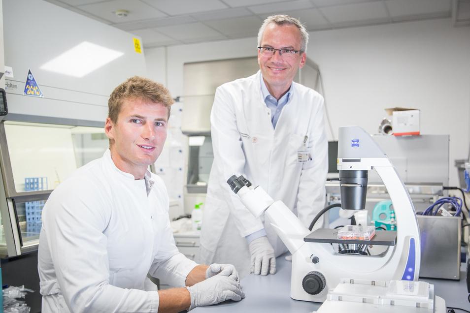 Kanute Tom Liebscher (l.) und Krebsexperte Prof. Hanno Glimm.