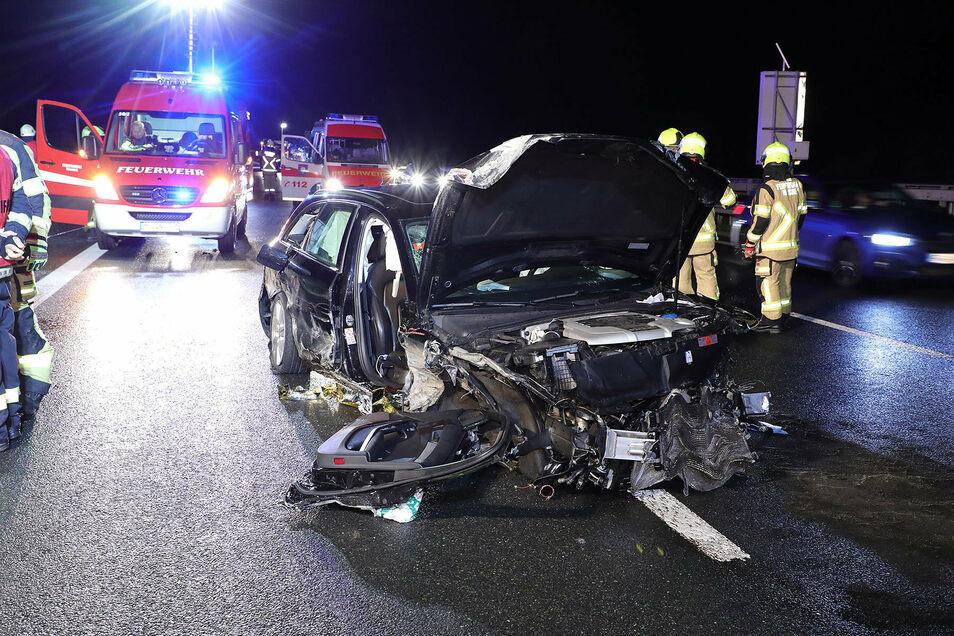 Der Fahrer dieses Pkw musste nach einem Unfall auf der A 4 bei Nossen schwer verletzt ins Krankenhaus gebracht werden.