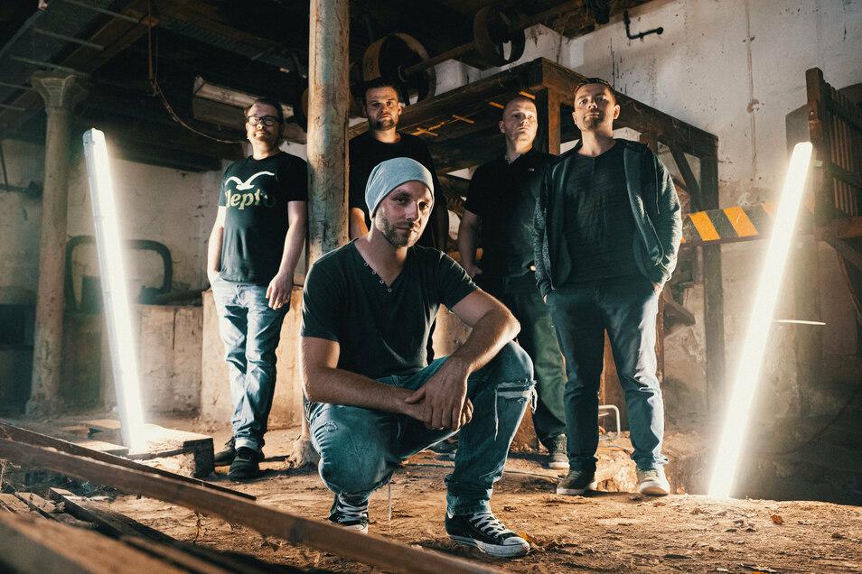 Die Döbelner Band Zartbitter hatte wegen Corona zwar erst einen Auftritt, wird aber Ende August ihr erstes Album herausbringen – und das ausschließlich mit eigenen Songs.