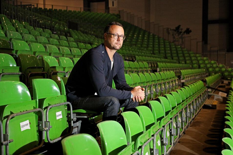 John Jaeschke ist Geschäftsführer der FVG Riesa, des städtischen Betreibers der Sachsenarena. Derzeit stehen Arena und Stadthalle Stern sehr oft leer - gleichzeitig ist der Terminkalender für das Folgejahr so voll wie noch nie.