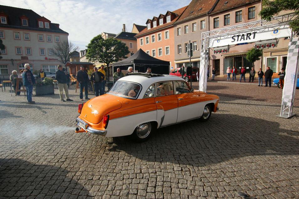 Der 311er Wartburg, Baujahr 1953, geht bei der Oldtimer-Rallye des Fördervereins des Lions Clubs Leisnig als erster auf die 93 Kilometer lange Strecke.