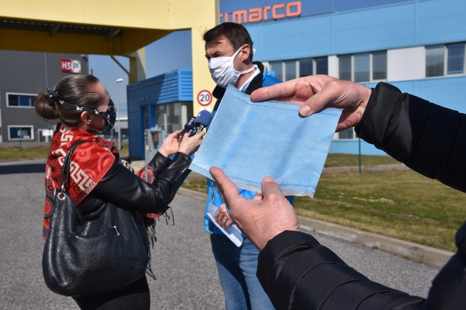 Kreishauptmann Martin Půta verkündet die Massenproduktion von Schutzmasken in Liberec.