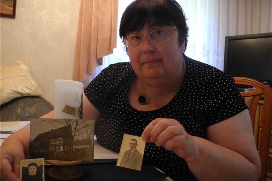Eva-Maria Elle zeigt Fotos aus den 1930er Jahren vom früheren Wohnhaus, von Annemarie Schierz (1918-1943) und von Pflegevater Georg Schierz.