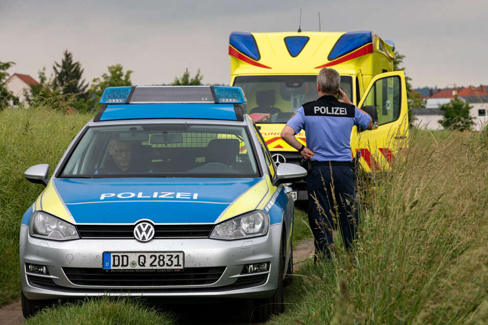 Zahlreiche Polizisten suchten am Freitag einen vermissten Rentner in Bischofswerda.