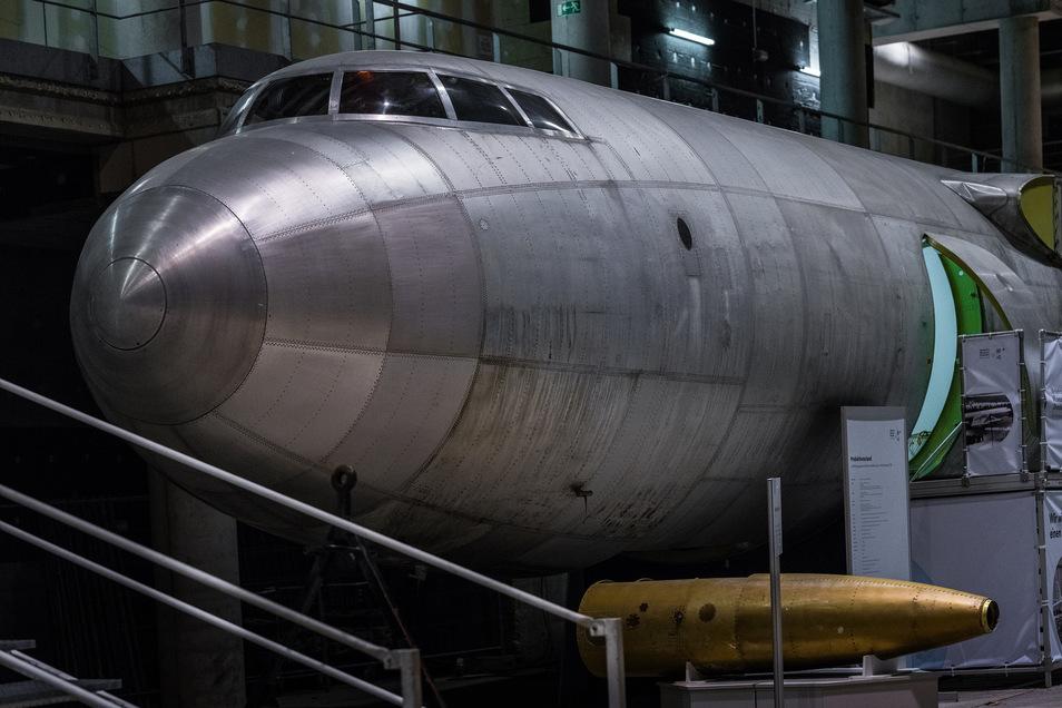 Der Rumpf der abgestürzten Legende steht am Dresdner Flughafen. Foto: Th. Kretschel