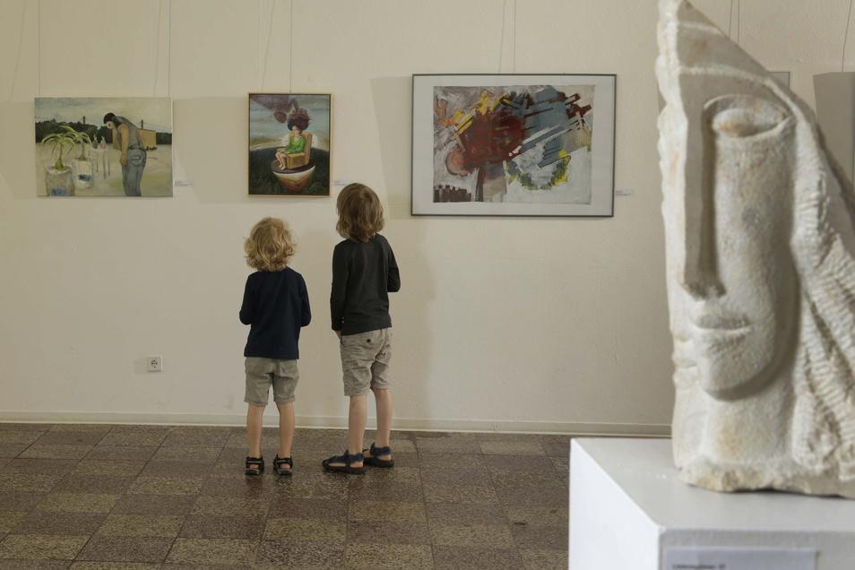 Fast 400 Quadratmeter ist die Ausstellungsfläche der  Kunsthalle in Pulsnitz groß. Bisher war es für Redner schwer, mit ihrer Stimme bis zum letzten Besucher durchzudringen. Mit neuer Technik soll sich das ändern.