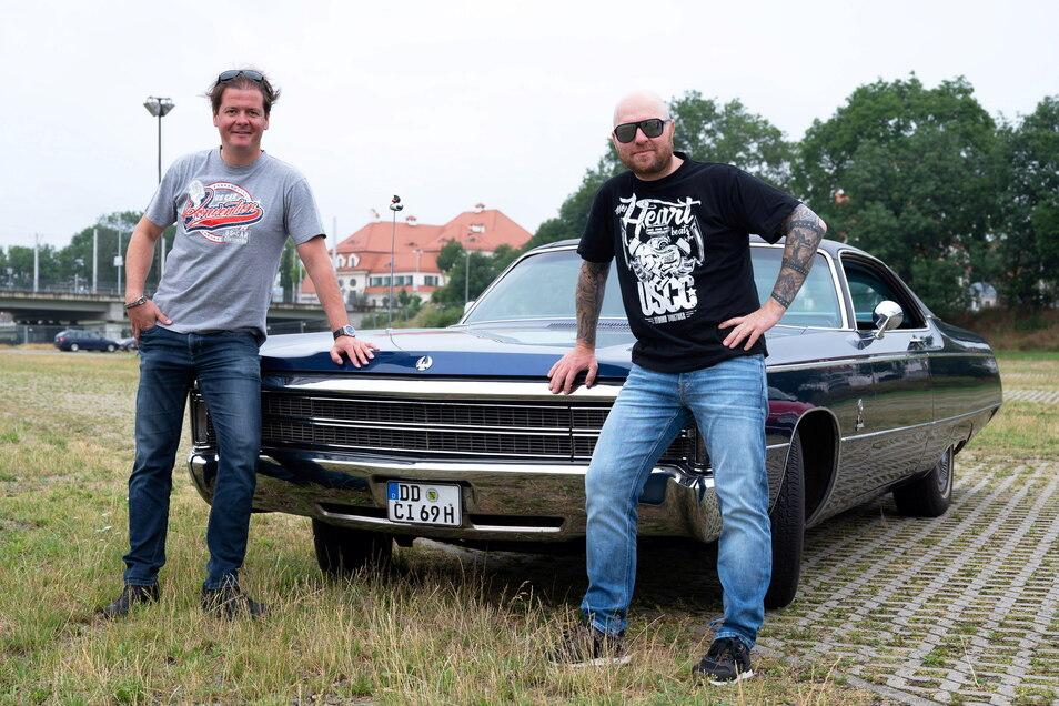 """""""Die Szene lechzt danach"""": Matteo Böhme (l.) und Mathias Lindner dürfen dieses Jahr wieder die US Car Convention auf die Beine stellen."""