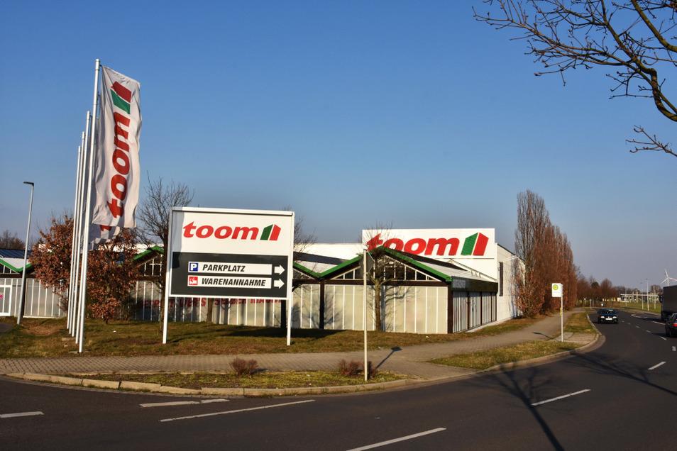 Bei Toom Spremberg in Brandenburg dürfen Privatleute trotz Eindämmungsverordnung wie im Lebensmittelmarkt einkaufen.