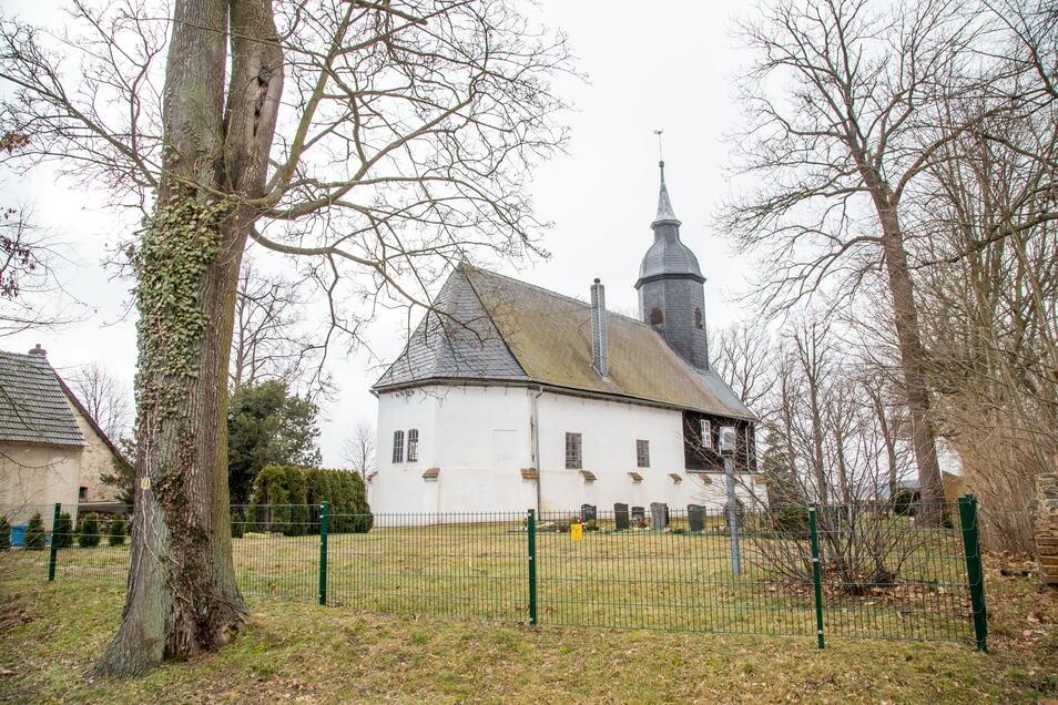 Die Kirche in Petershain hat ebenfalls das Problem eines instabilen Glockenstuhls. Dazu muss dringend der 500 Jahre alte Altar restauriert werden. Zwei große Aufgaben für den neu zu gründenden Kirchbauverein.
