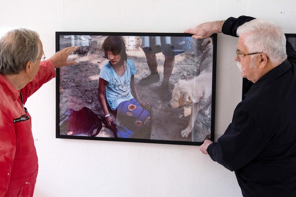 """Das junge Mädchen auf dem Foto ist neben """"Bruce Lee"""" eine der Hauptpersonen der Geschichte um rumänische Straßenkinder, die der Fotojournalist Massimo Branca mit zahlreichen Bildern erzählt."""