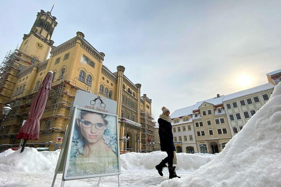 Die Schneeberge auf dem Zittauer Marktplatz werden diesmal nicht aus der Stadt geschafft. Es gibt eine viel bessere Verwendung.