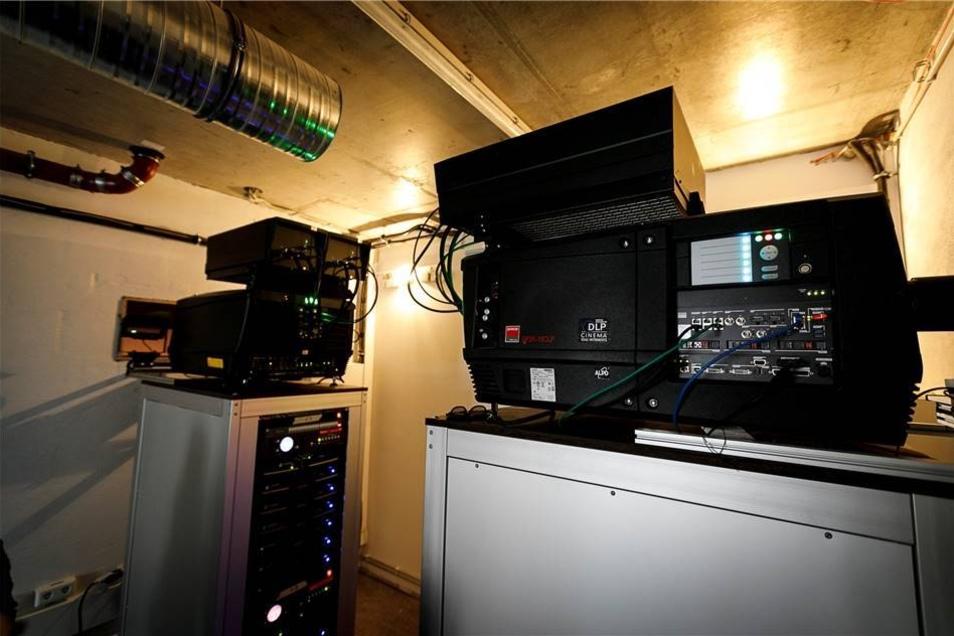 Zwei neue 3-D-Projektoren sind installiert.