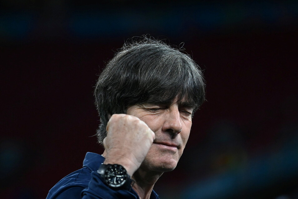 Bundestrainer Joachim Löw gibt sich vor dem Achtelfinale gegen England selbstbewusst.