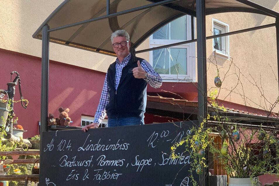 Frank Gliemann hat an seinem Hotel Zur Linde in Freital-Birkigt einen Imbissstand aufgebaut.
