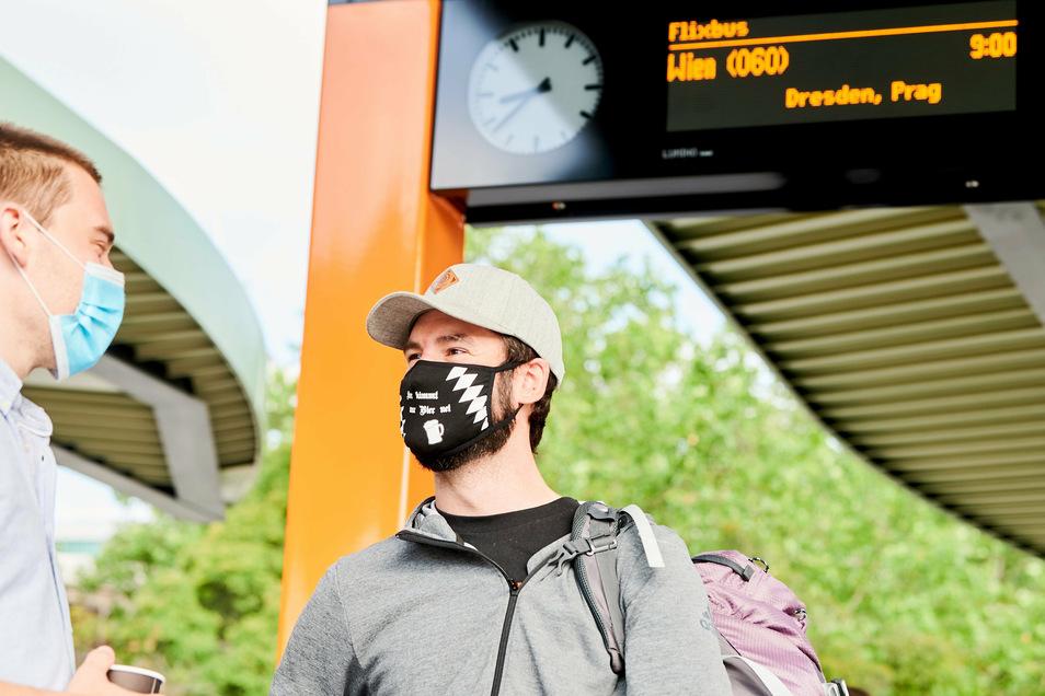 Warten auf den Fernbus: Nicht bei jeder Verspätung steht den Fahrgästen Geld zu.