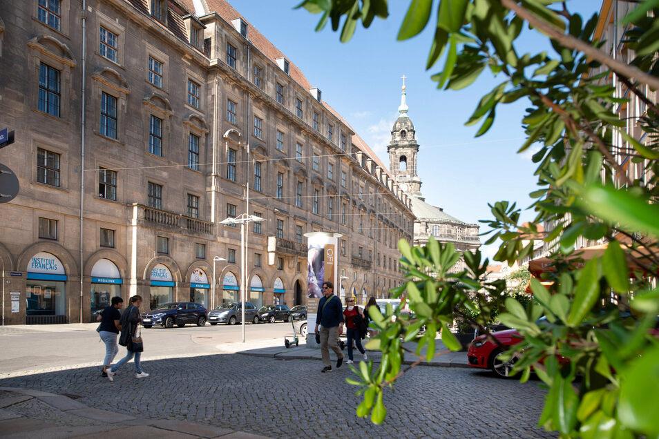 Wo jetzt das neue Rathaus an der Kreuzstraße ist, war zuvor das Palais Loß. In dem hatte Napoleon übernachtet, nachdem seine Truppen 1812 im Russland-Feldzug vernichtend geschlagen worden waren.