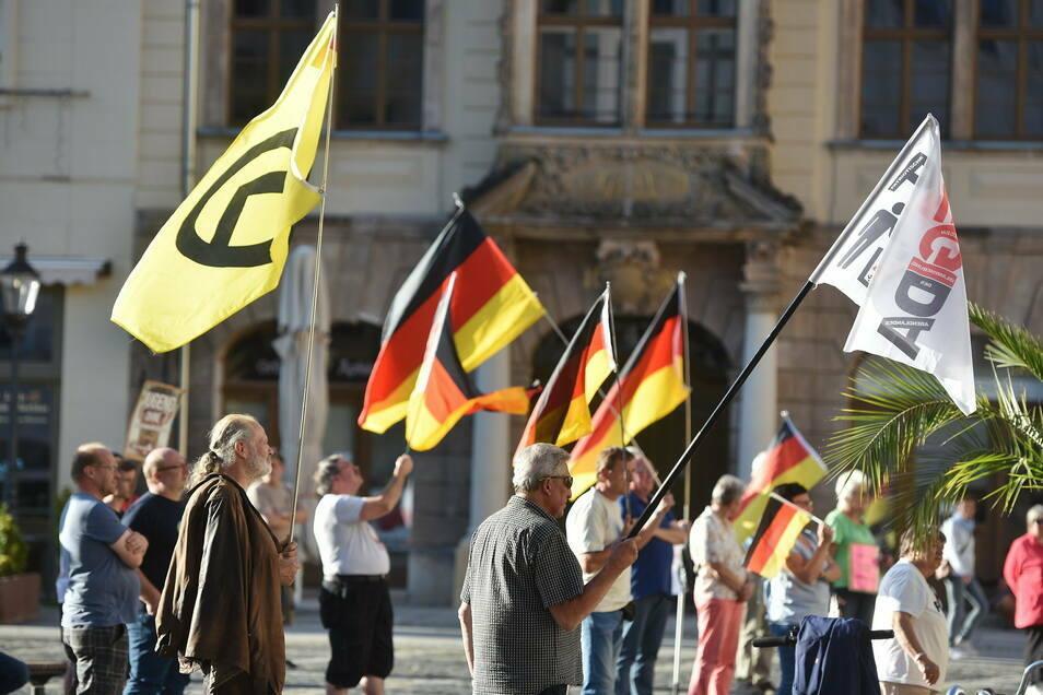 """Auch die """"Freunde von Pegida"""" - hier auf einem Archivfoto - protestieren am Heiligen Abend in Zittau gegen die Corona-Schutzmaßnahmen."""