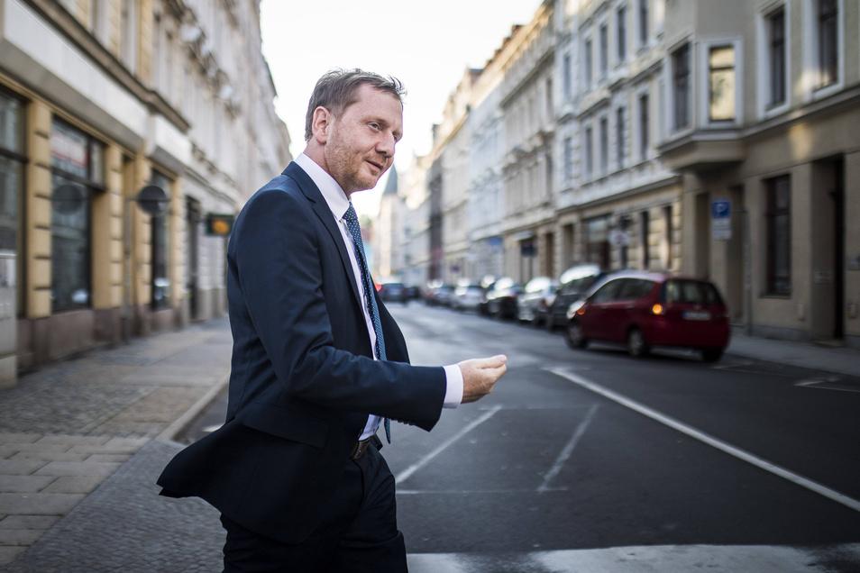 Michael Kretschmer (44), der CDU-Spitzenkandidat für die Landtagswahl in Sachsen, ist vorige Woche unterwegs zu einem Wahlforum in Görlitz.
