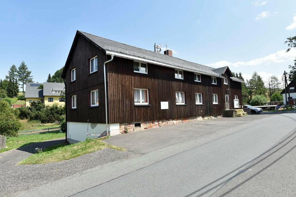 Hier im Dorfgemeinschaftshaus Hennersdorf hat der Jugendklub seine Räume im Untergeschoß. Die Betriebskosten stellt ihm die Stadt in Rechnung, macht aber wegen Corona eine Ausnahme.