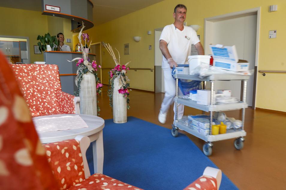 Der Aufnahmestopp für das ältere der beiden Seniorenheime von Heinz Schumann in Oderwitz hat nach Angaben der sächsischen Heimaufsicht weiterhin Bestand.