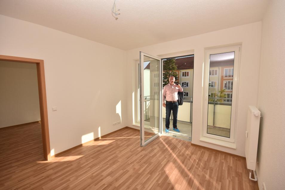 Die mittlere Öffnung des französischen Fensters wurde zur schwellenfreien Balkontür umgebaut.