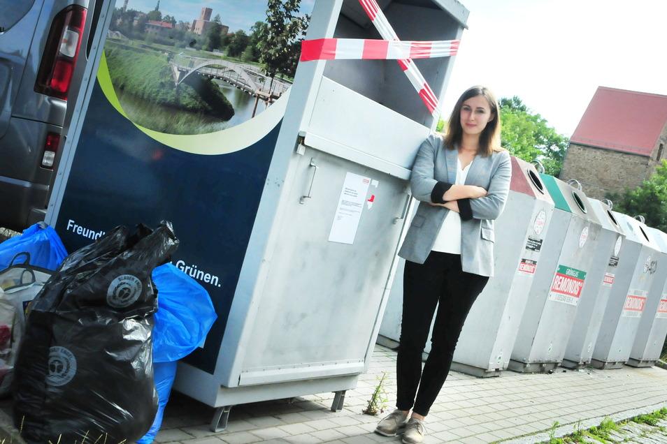 Ein Anblick, den auch Remondis Betriebsleiterin Stephanie Wohmann nicht gern gesehen hat: gesperrte Kleidercontainer. Bis Anfang kommender Woche sollen sie nun wieder geöffnet werden.
