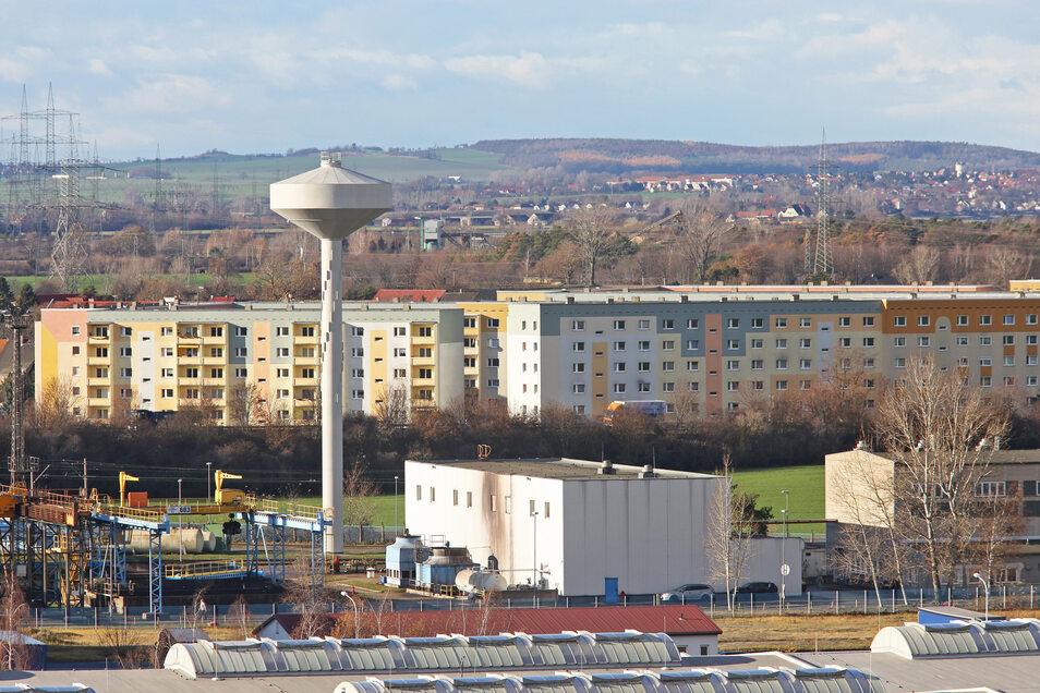 Ein ungewöhnlicher Blick auf Zeithain: im Vordergrund das Mannesmann-Röhrenwerk, dahinter das Wohngebiet Nikopol. Aufgenommen wurde das Foto vom Turm des FTZ Glaubitz.