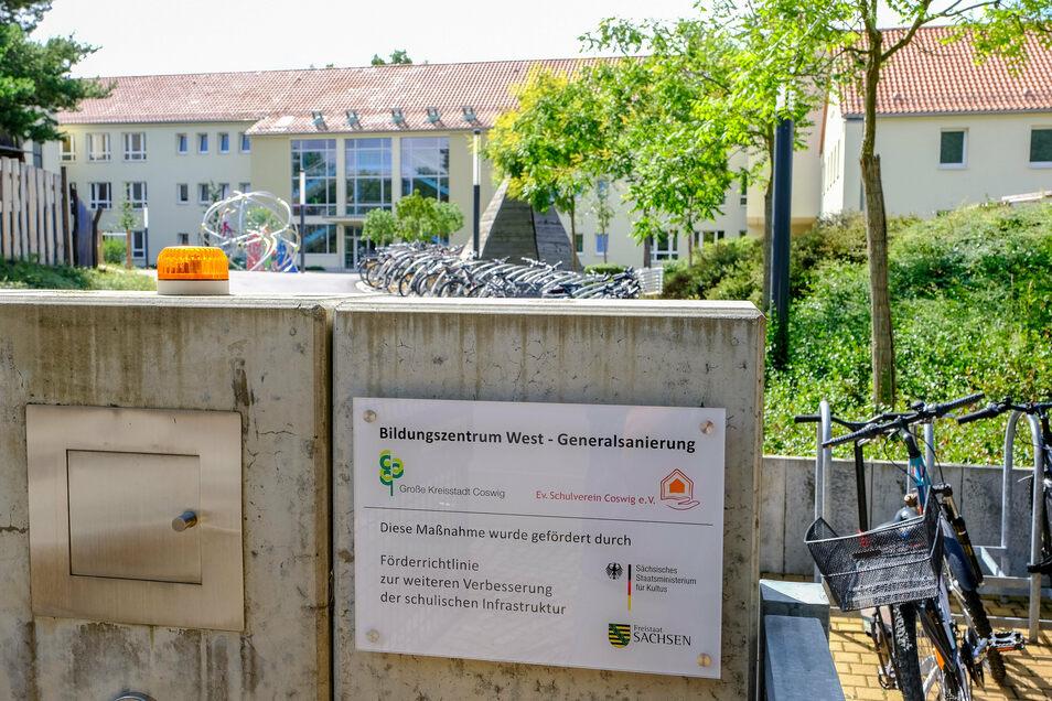 Das Schulzentrum West in Coswig. Hier sind die Evangelische Grund- und Oberschule. Die Oberschule möchte sich künftig in der Siedlung an der Weststraße erweitern.