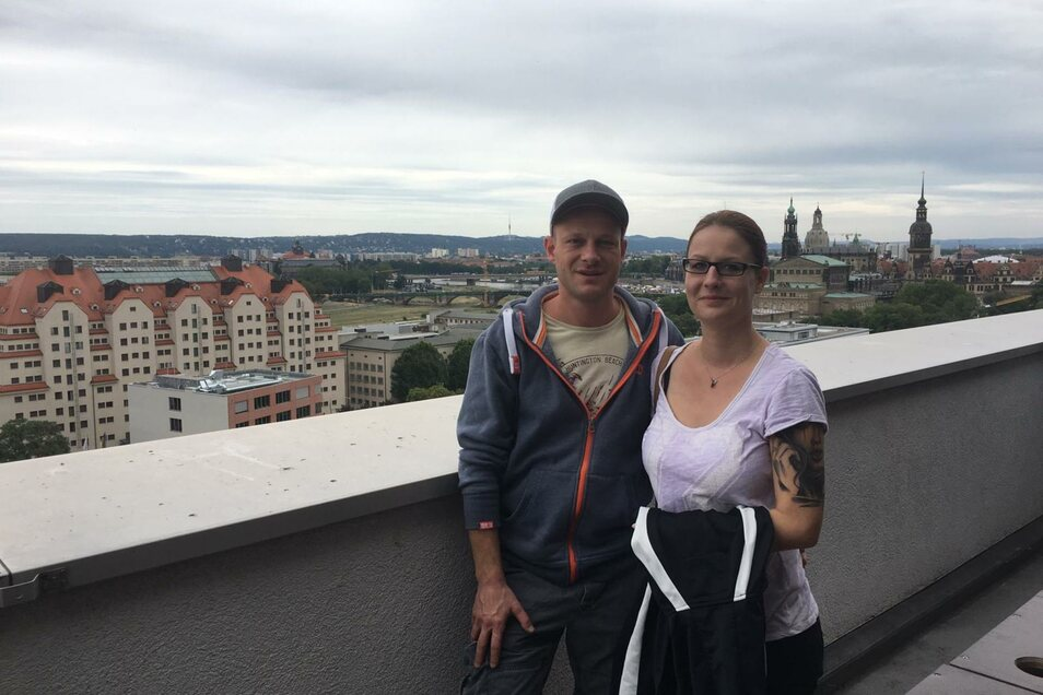 Carsten Hoffmann undSarah Judka sind am Samstag die elf Etagen im Haus der Presse hochgefahren, um den Ausblick über Dresden zu genießen.