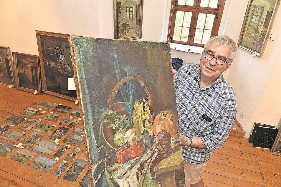 Lutz Käubler baut die neue Ausstellung im Schloss Lauenstein auf. Zum Künstler hat er eine besondere Beziehung.