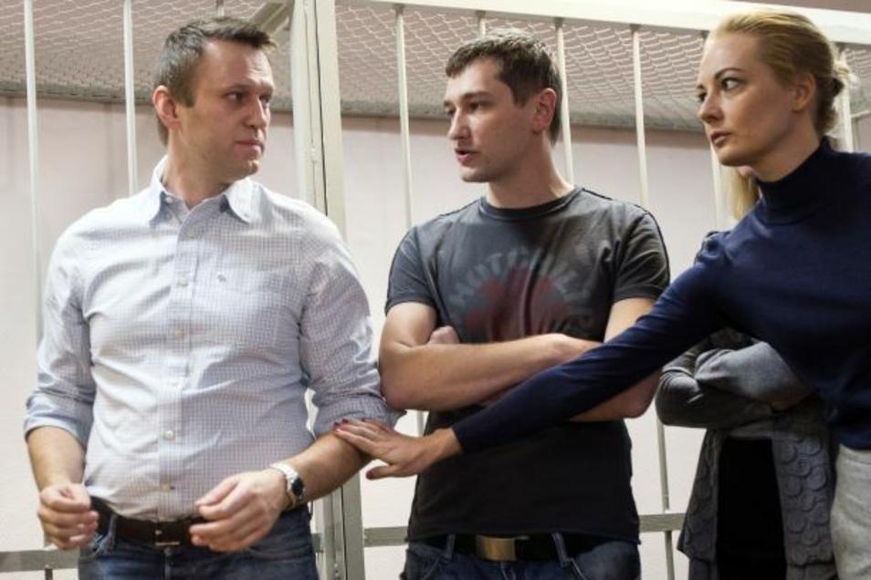 Alexej Nawalny (l-r), Kremlkritiker und Oppositionsführer, sein Bruder Oleg Nawalny und seine Frau Julia Nawalnaja.