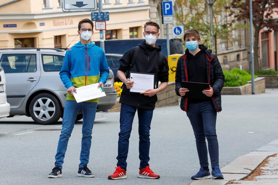 Schüler von der Parkschule Zittau haben Unterschriften für den Neubau gesammelt.