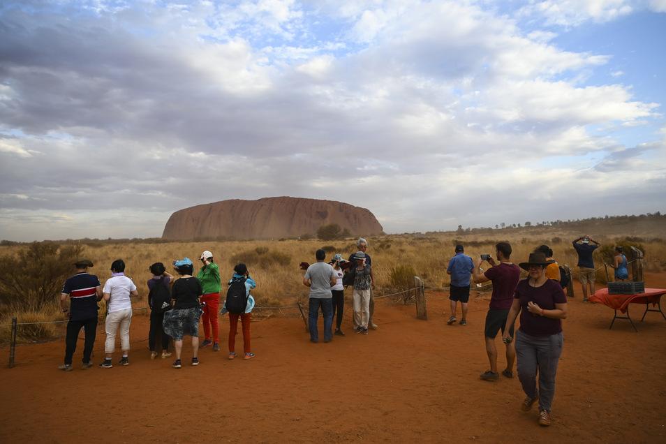 Berg Uluru - veraltet: Ayers Rock - ist eine der Top-Touristenattraktionen Australiens.