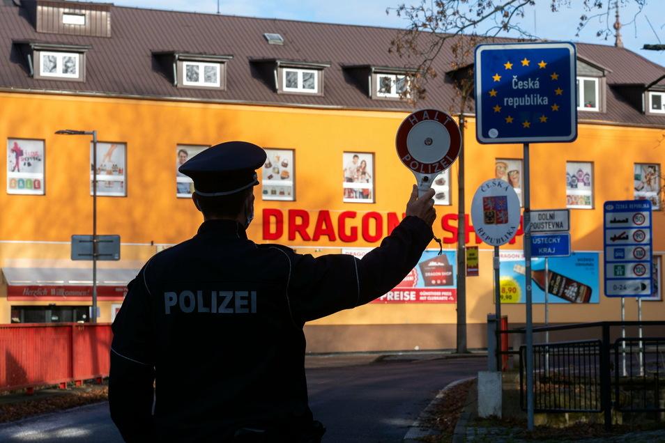Halt: Am Grenzübergang in Sebnitz kontrollierte am Dienstag die Bundespolizei.