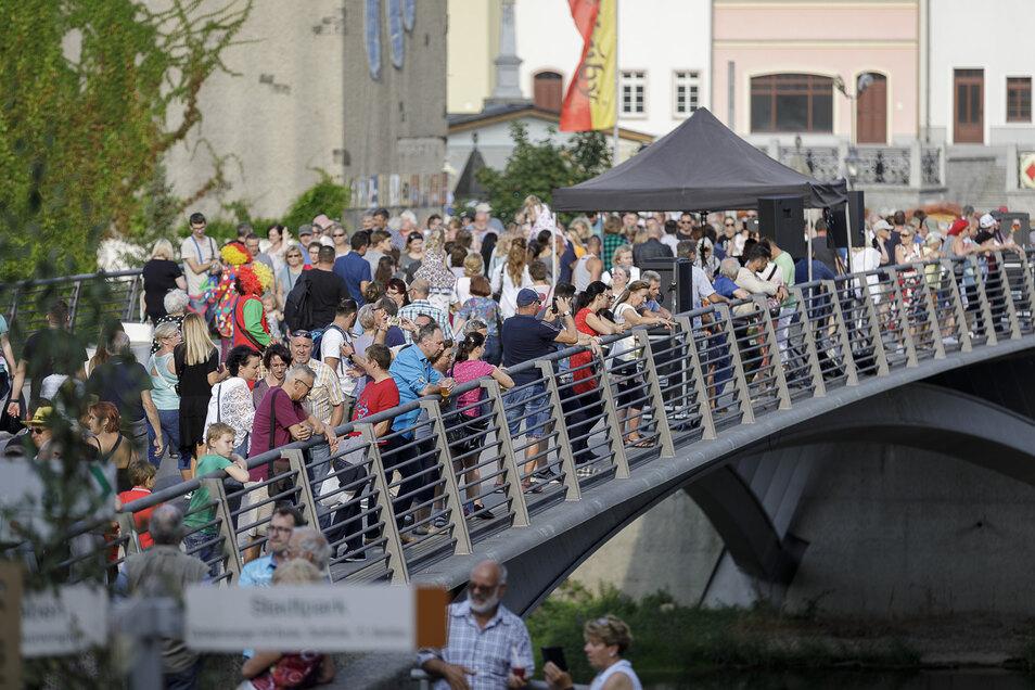 Auf beiden Seiten der Altstadtbrücke gab es an den Tagen reges Treiben.