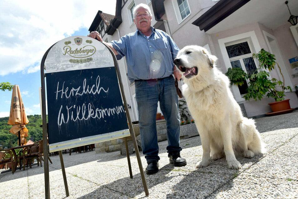 Kann aufatmen: Hotelier und Gastwirt Gert Linke vom Kurhaus Jonsdorf. Auch in seinem Haus sind die Einbrecher am Pfingstwochenende gewesen.