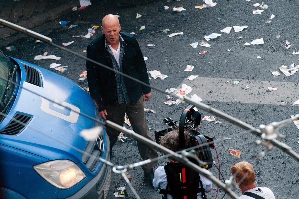 """Bruce Willis bei den Dreharbeiten zum Film """"Stirb langsam · Ein guter Tag zum Sterben"""""""