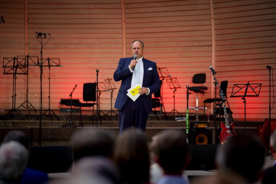 Oberbürgermeister Dirk Hilbert hat in seiner Rede zwei Dresdner Problemstadtteile konkret benannt.