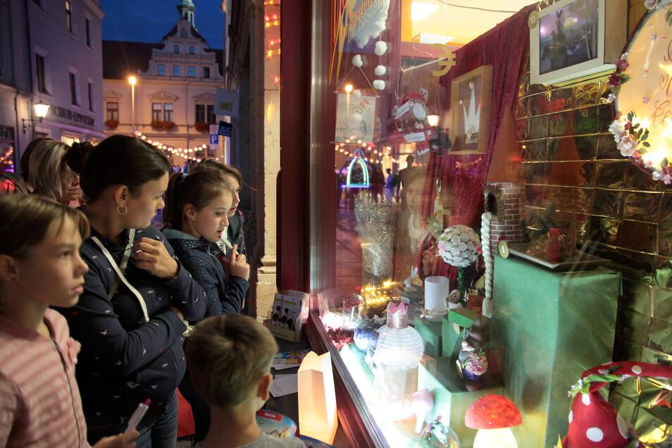 Langes Einkaufen in Pirna im September 2020: Die Zukunft der wegen Corona etwas eingedampften Einkaufsnacht stand lange auf der Kippe.